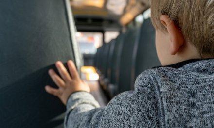 Padres de alumnos denuncian que en el bus escolar Coria-Plasencia viajaban adultos pese al Covid