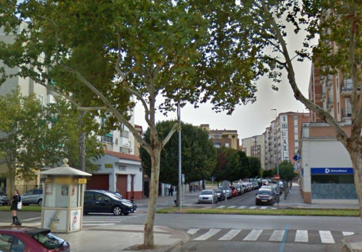 Una joven atropella con una moto a una mujer en Badajoz