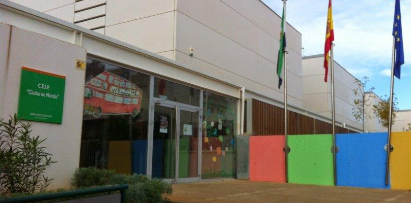 Cierran aulas por Covid de centros escolares de Mérida y Puebla de la Calzada