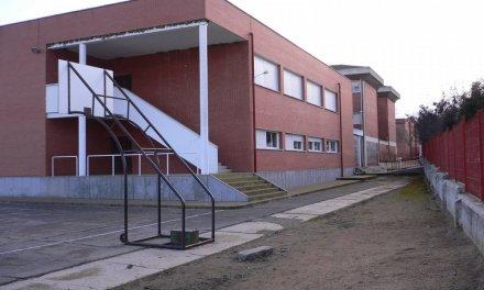 El positivo por Covid de dos hermanos obliga a cerrar aulas del colegio de Azuaga