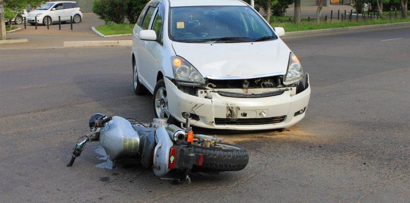 Un joven de 24 años resulta herido tras chocar una moto y un turismo en Don Benito