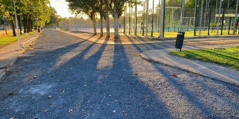 Inician las obras de saneamiento y pavimentación de viales en el polideportivo de Coria