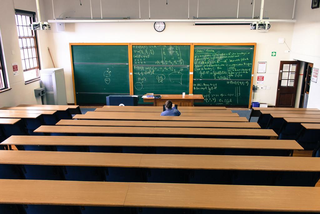 Educación prohíbe grabar las clases para que las sigan los alumnos aislados por Covid