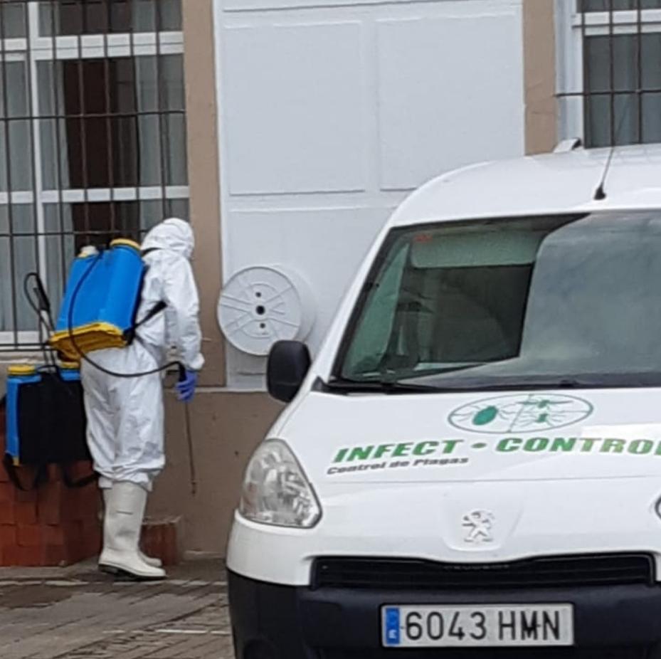 Olivenza desinfecta integralmente la residencia de ancianos para frenar el virus