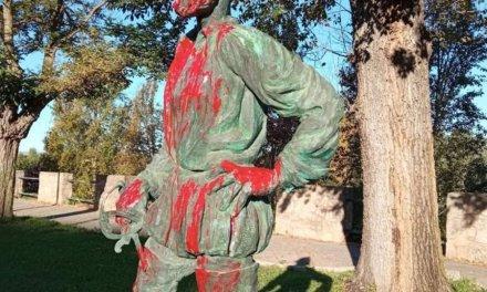 Denuncian actos vandálicos en tres estatuas de Badajoz