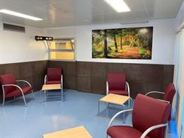 El Hospital Tierra de Barros de Almendralejo estrena sala de espera para las urgencias