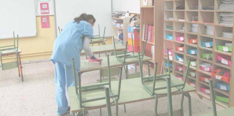 Comienza la limpieza del colegio de Eljas para acoger a los alumnos cuando acabe el aislamiento