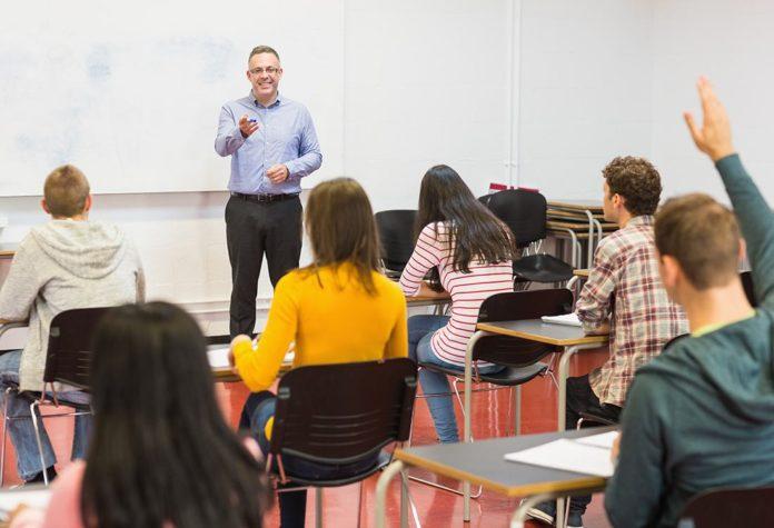 Desde el inicio del curso se han contagiado 2.275 estudiantes y 345 docentes
