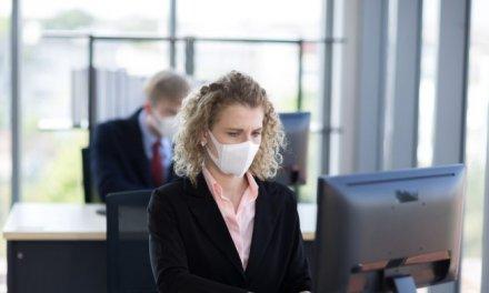 Invierten más de 263.000 euros en mascarillas y geles para los trabajadores de la Junta