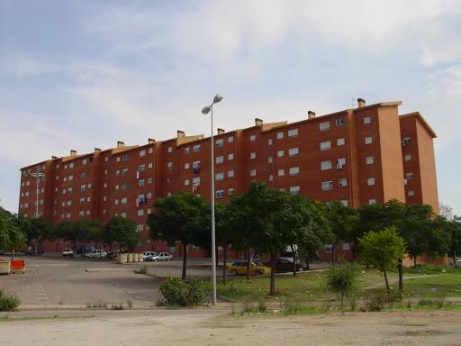 Cáceres hace una limpieza profunda de Aldea Moret en plena pandemia