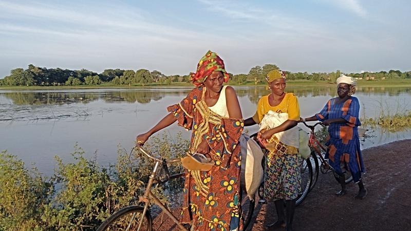 Los vecinos de Holguera ya pueden disfrutar de una muestra de fotografías de mujeres en África