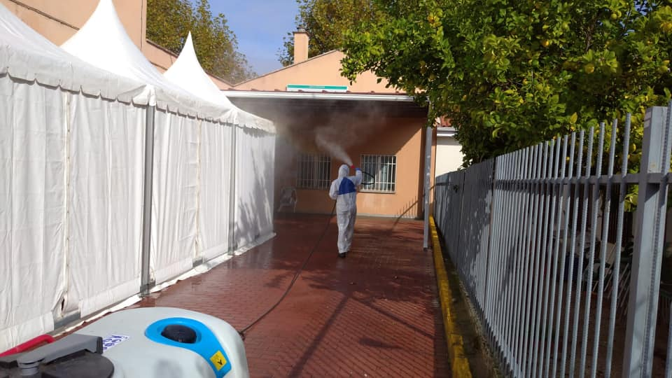 Continúa la desinfección diaria de colegios, parques y punto Covid de Moraleja