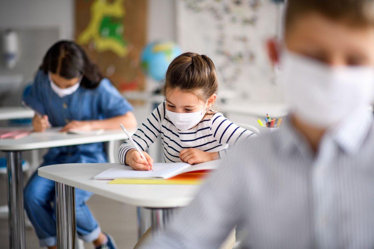 Confinamiento para los estudiantes de 32 clases de centros educativos de Extremadura