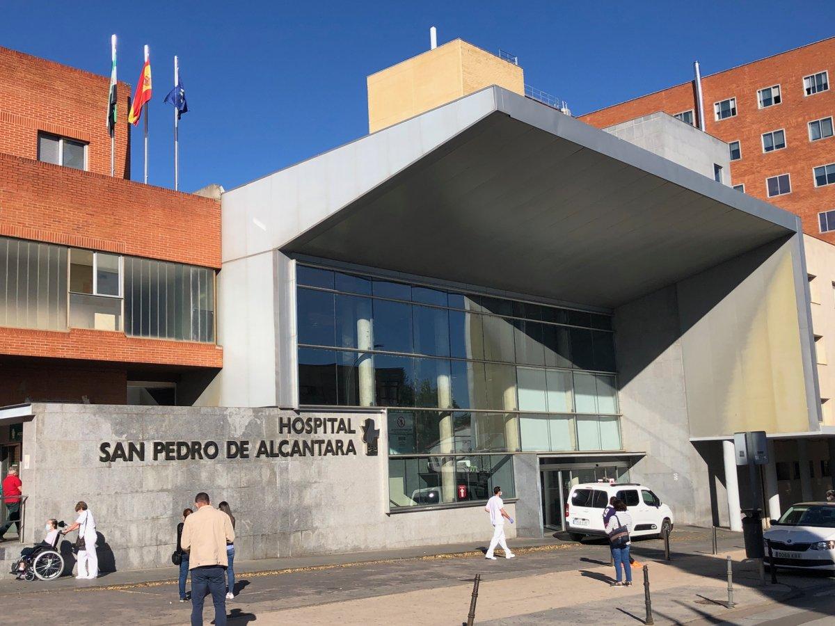 Muere una mujer de Covid en Cáceres en una jornada con 66 nuevos positivos y 83 hospitalizados