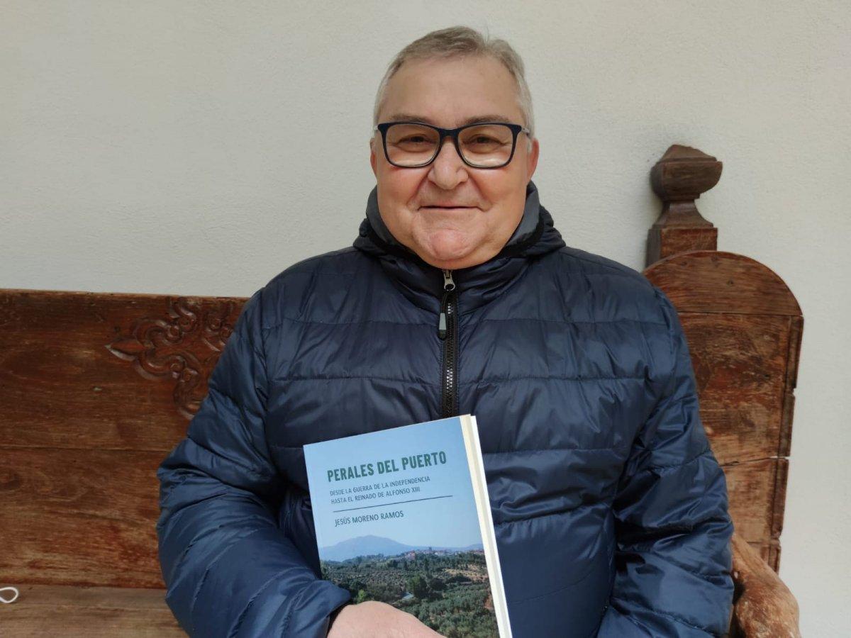 Un libro cuenta la historia de Perales del Puerto desde el año 1807 hasta 1931