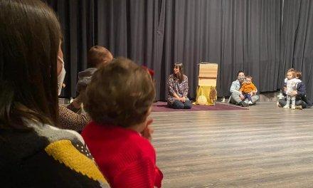 Moraleja entrega un libro a los bebés nacidos en 2019 para fomentar la cultura