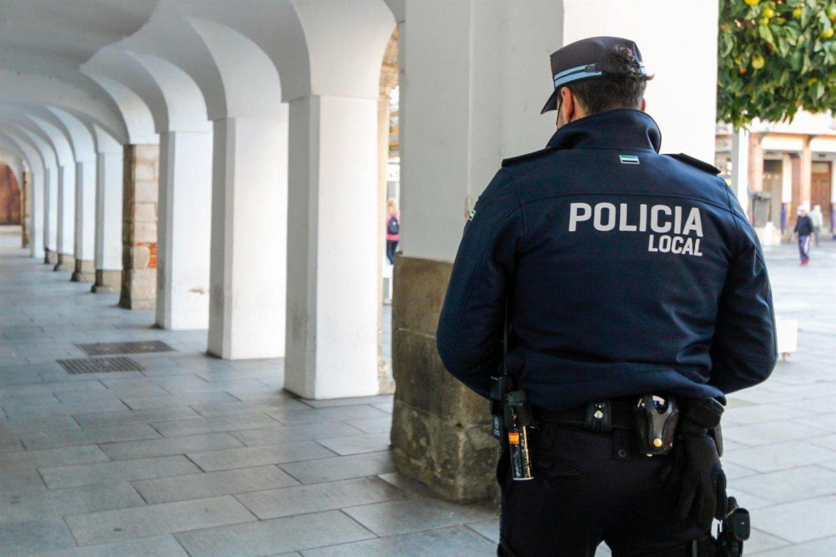 Denunciadas quince personas en Mérida por participar en un botellón ilegal
