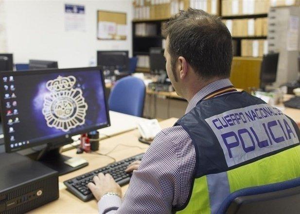 La Policía de Plasencia identifica a tres personas que realizaban estafas por Internet