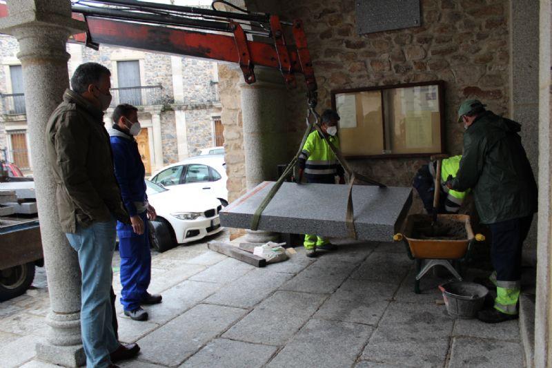 Coria mejora la accesibilidad al ayuntamiento con una rampa