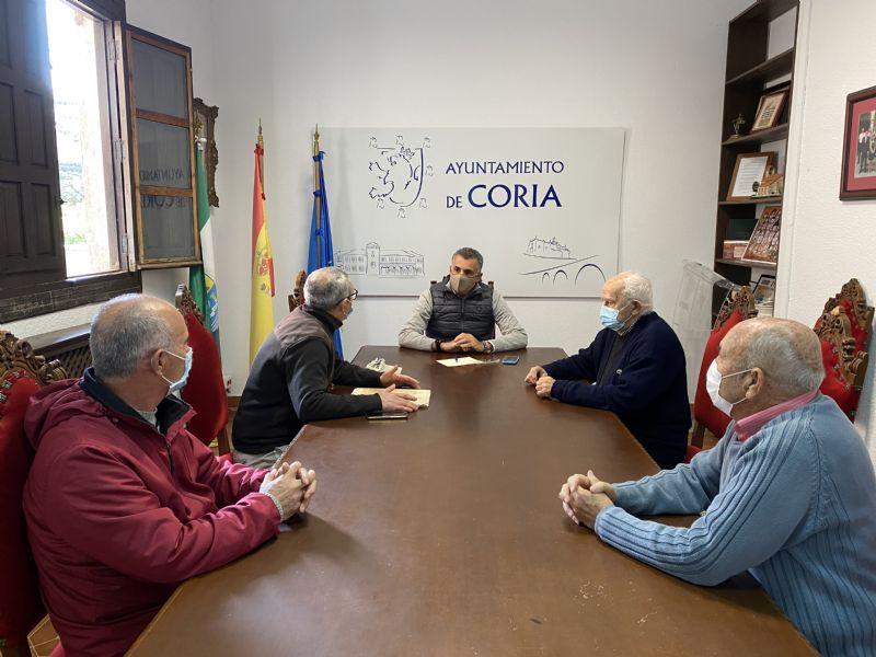 El alcalde de Coria se reúne con Cáritas para conocer las necesidades del colectivo