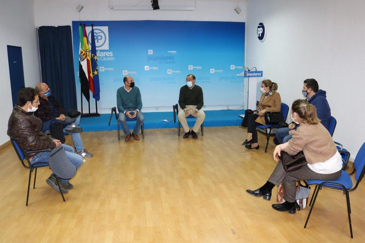 El PP se reúne con los hosteleros de Cáceres para proponer medidas