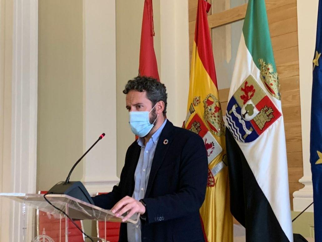 La Policía Local de Cáceres multa a 24 personas por saltarse el toque de queda