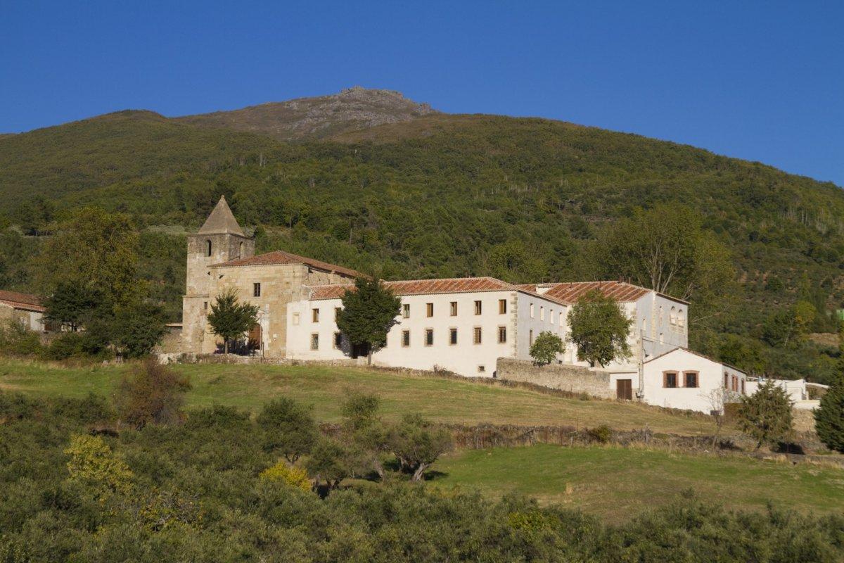 La crisis obliga a cerrar temporalmente las ocho Hospederías de Extremadura