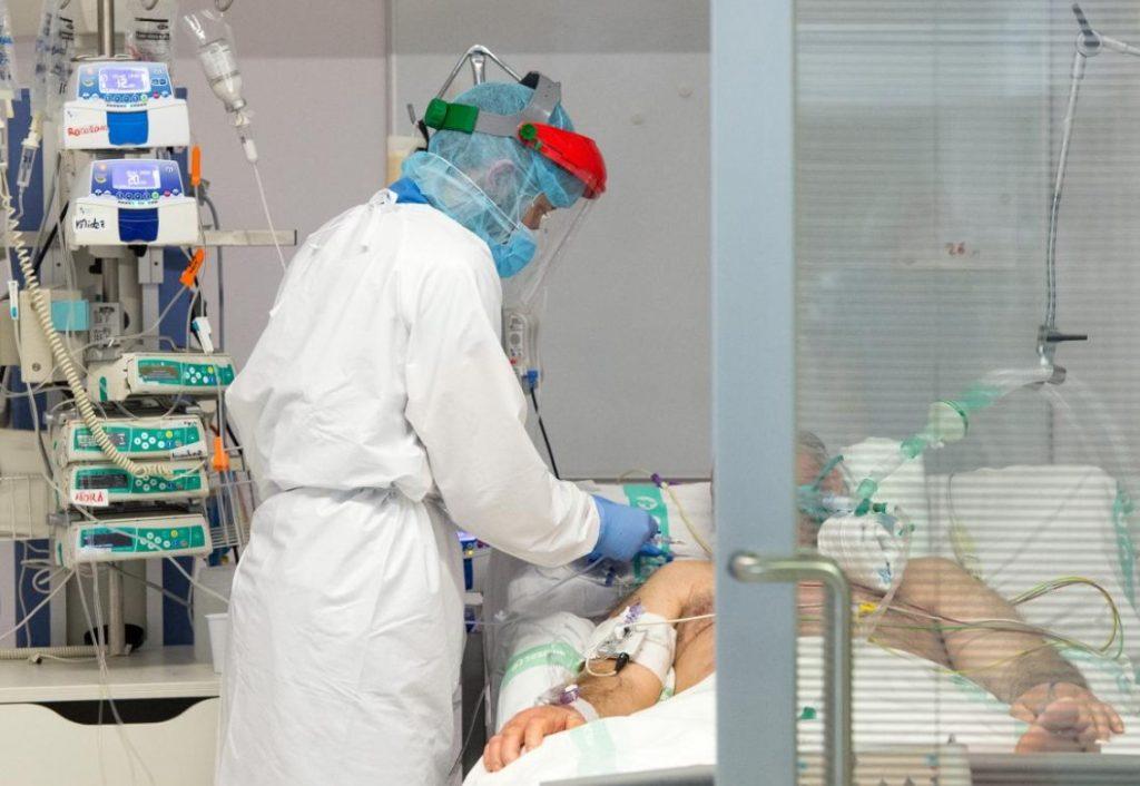 Navalmoral alcanza 17 positivos más y el hospital tiene 8 pacientes con Covid ingresados