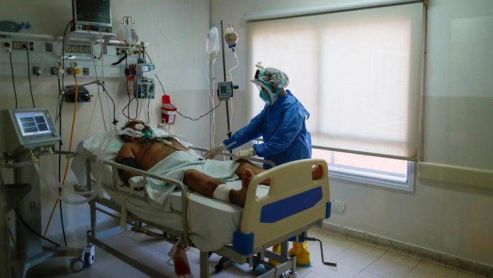Extremadura registra ocho fallecidos por Covid y ya hay más de 400 personas hospitalizadas