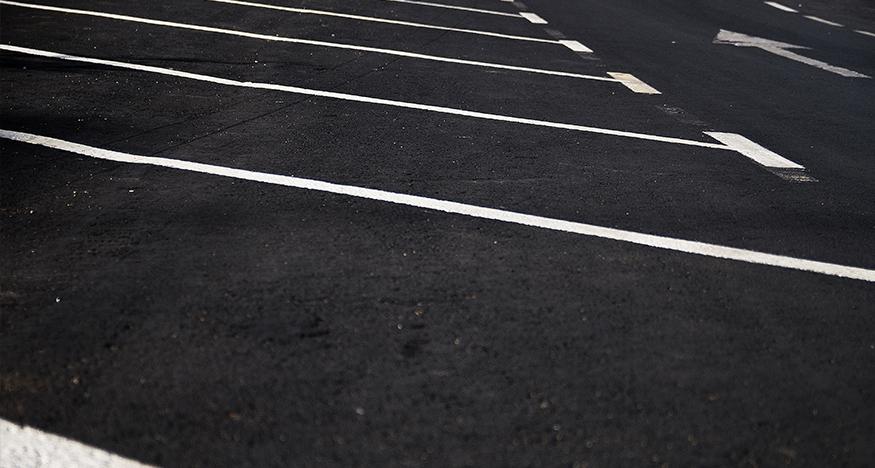 Continúan las obras de mejora del pavimento de la Calle Talavera de Plasencia