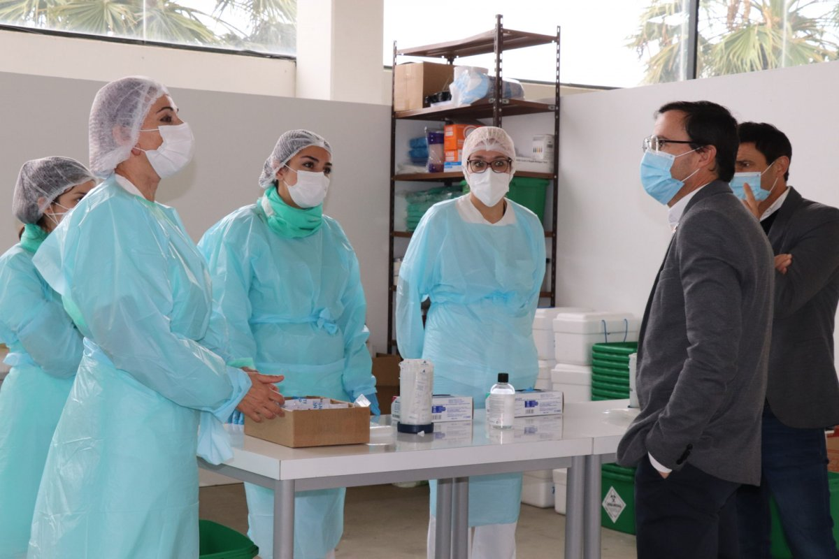 Villanueva ya hace PCR fuera del hospital y de los centros de salud para aliviar la carga