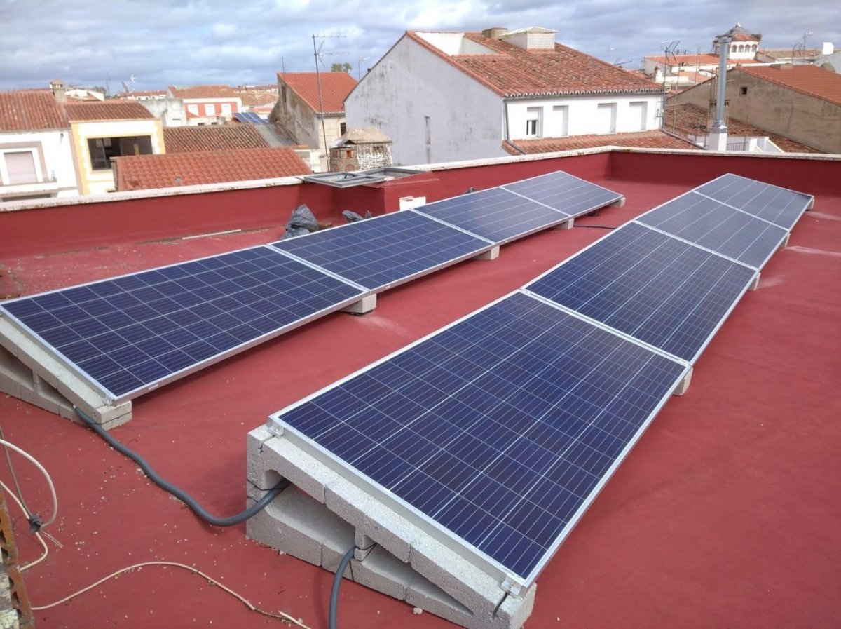 Malpartida de Cáceres coloca placas solares en las instalaciones municipales
