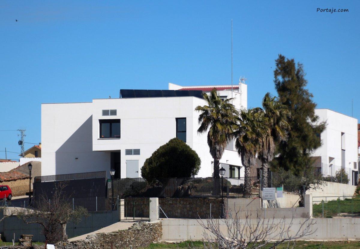Sanidad declara un brote de Covid en la residencia de ancianos de Portaje