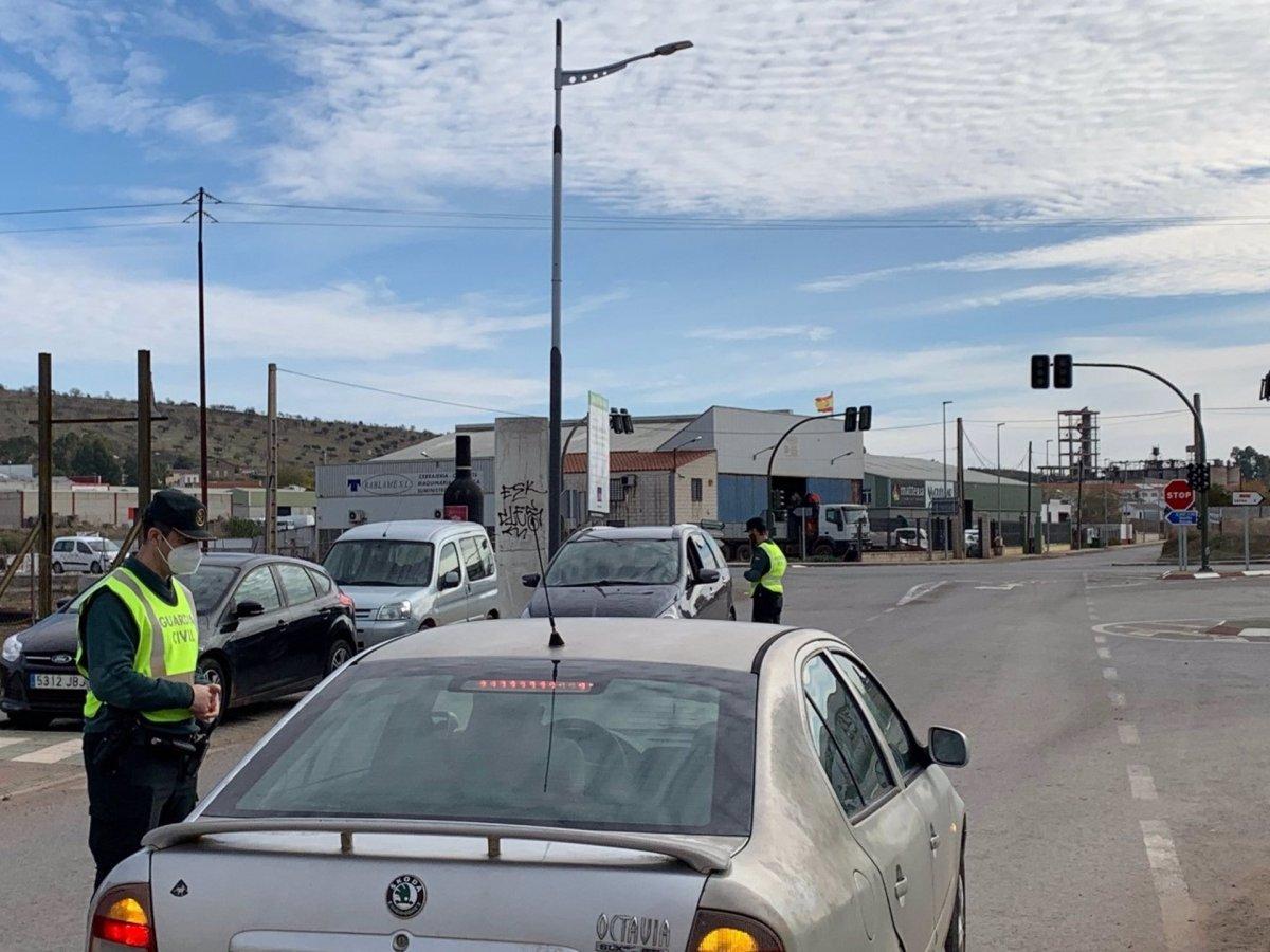 El cierre perimetral provoca restricciones en Los Santos de Maimona