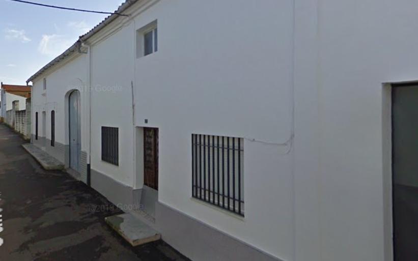 Trasladan al hospital a una anciana tras un incendio en una vivienda de Campo Lugar