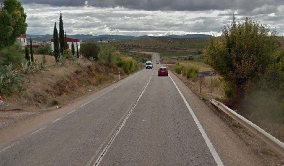 Herido un hombre de 37 años tras una salida de vía en Monterrubio de la Serena