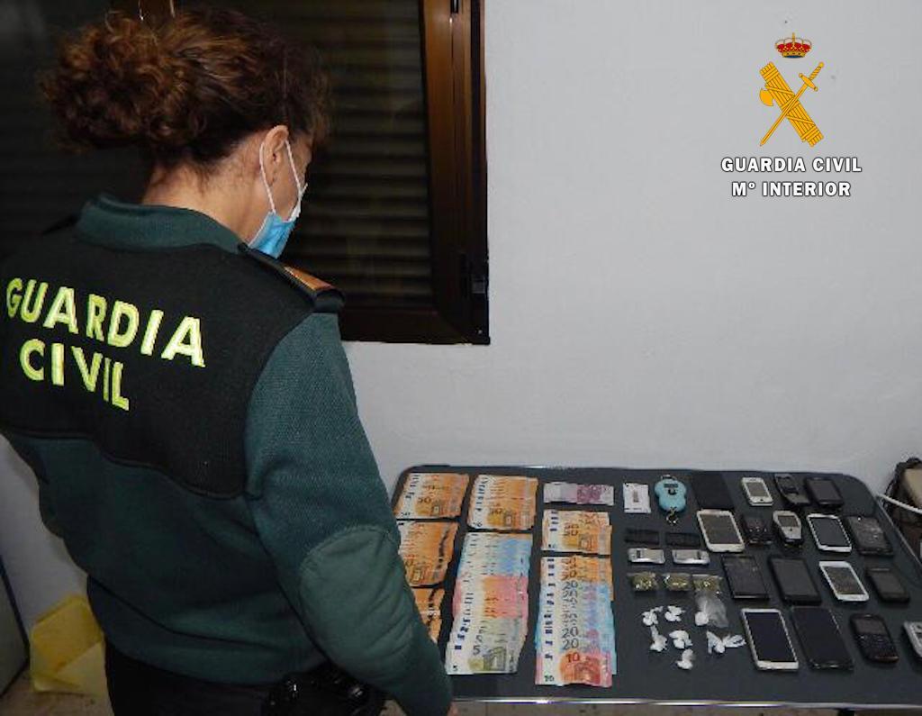 Detenido un joven en Navas del Madroño que suministraba droga a menores de edad