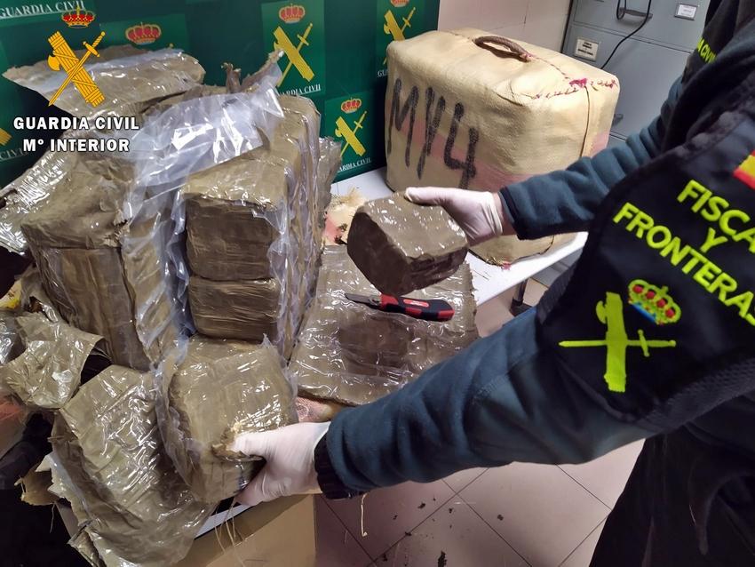 Ingresa en prisión un sevillano detenido en Calzadilla de los Barros con 66 kilos de hachís