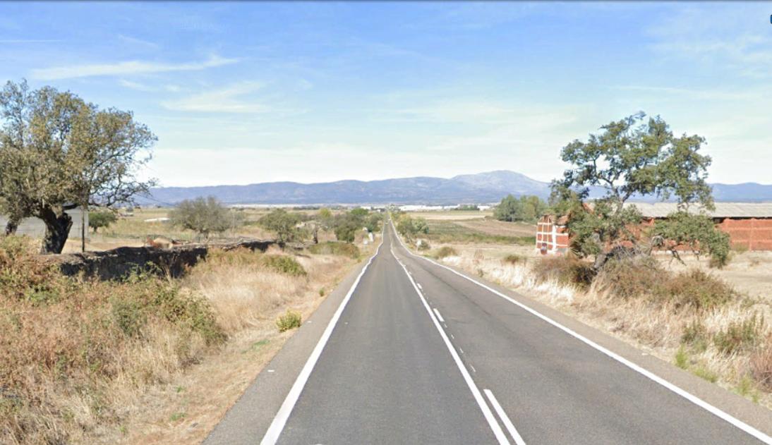 Herido un motorista de 53 años tras sufrir una caída en Serradilla