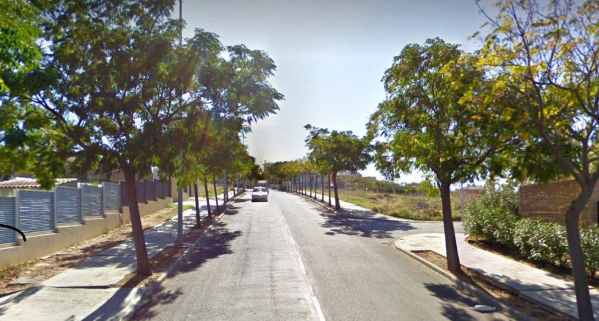 Un joven de 20 años es atendido tras producirse un incendio en un garaje de Badajoz