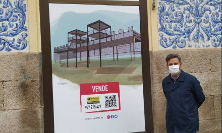 Adornan los escaparates vacíos de Cáceres para una campaña turística y comercial