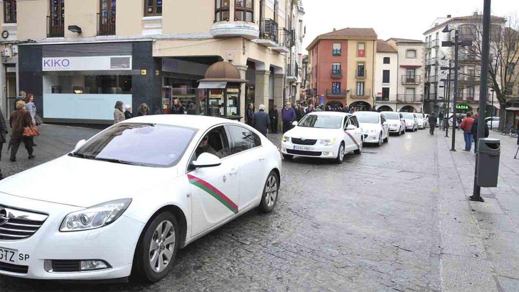 El ayuntamiento concede 18.000 euros a la Asociación de Taxis de Plasencia para su modernización