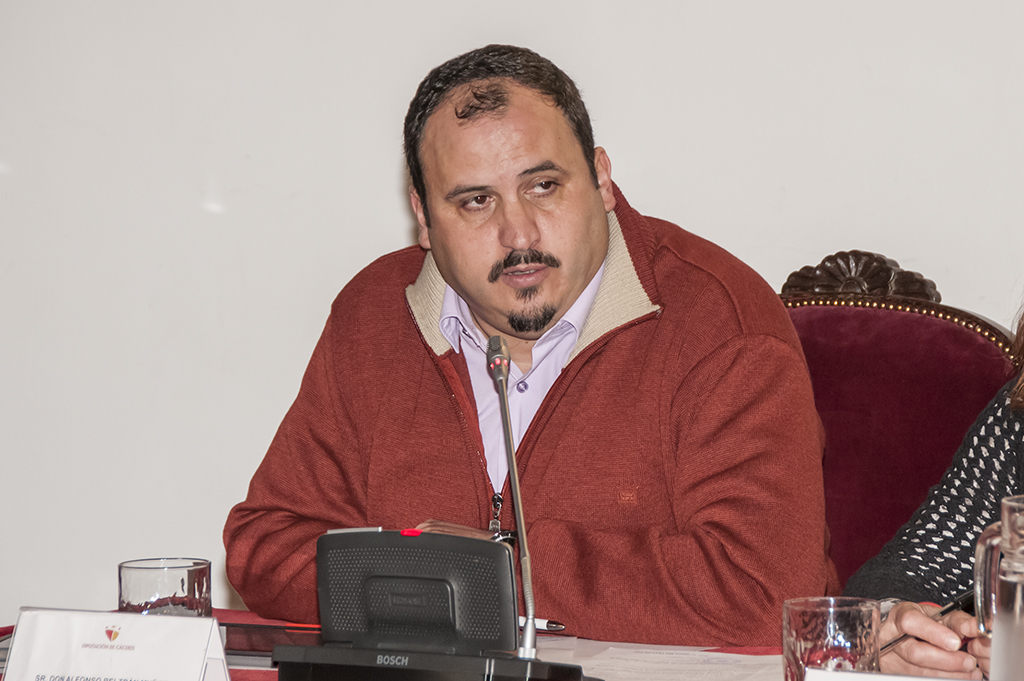 Tres diputados de la institución cacereña aislados, tras dar positivo Alfonso Beltrán
