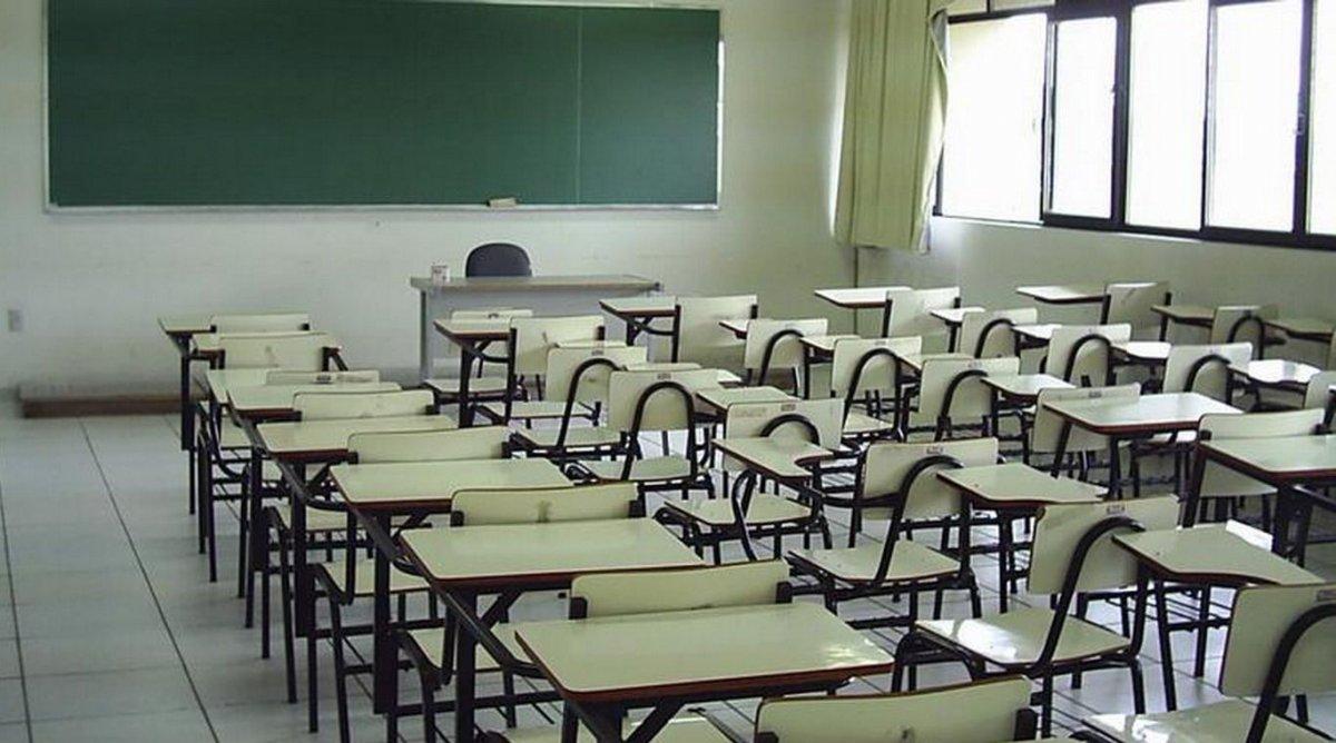 Cierran un colegio de Burguillos del Cerro tras detectarse 22 positivos