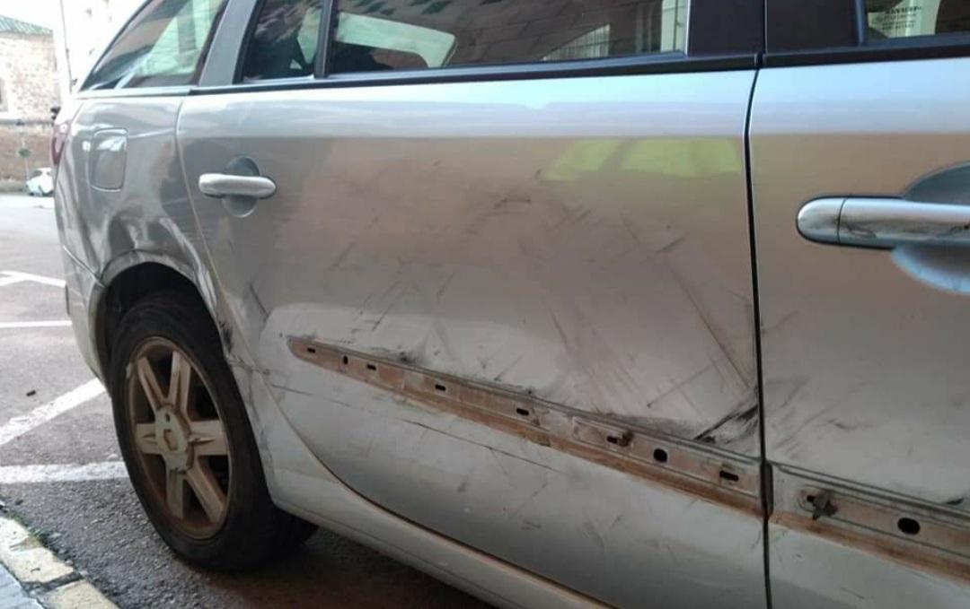 Piden colaboración para dar con el autor de los daños causados en un coche en Moraleja
