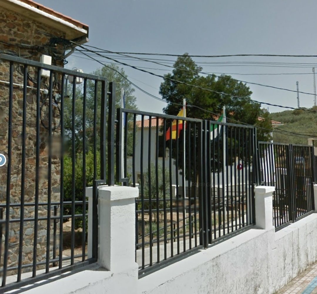 Cierran al completo el IES de Logrosán y el colegio de Jerez de los Caballeros