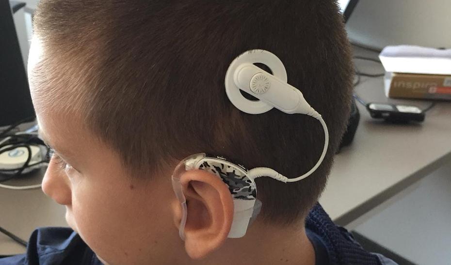 Cs pide que se dote a alumnos con problemas de audición de dispositivos tecnológicos