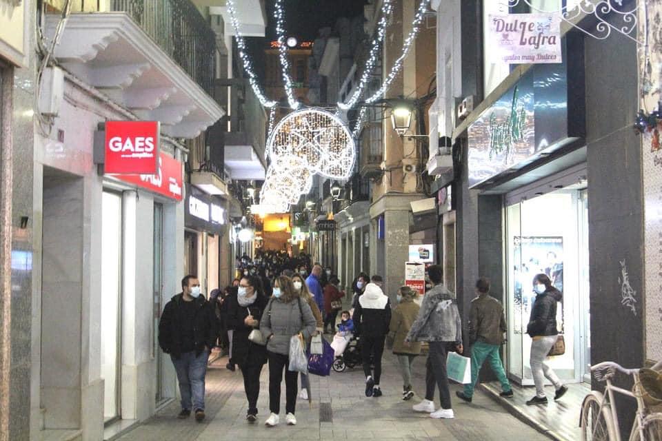 Zafra inaugura la iluminación de Navidad para dinamizar al sector comercial y hostelero