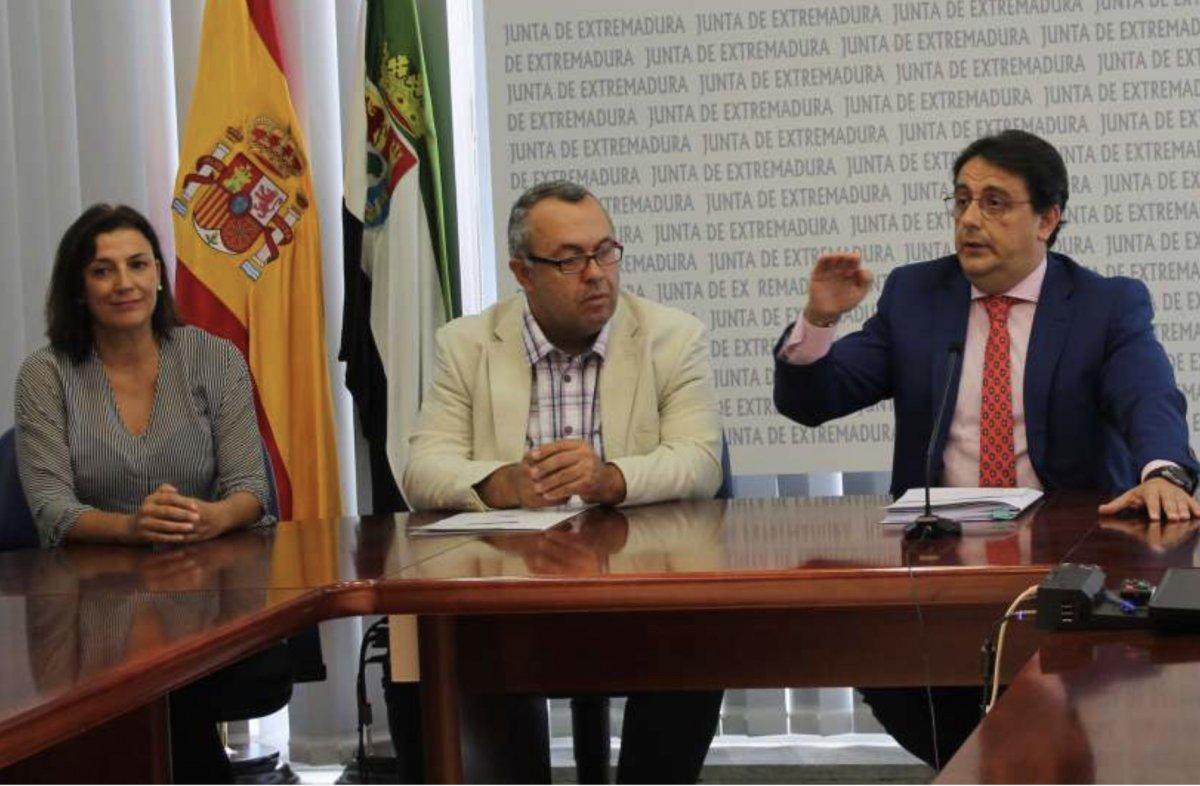 Dimite la directora del Sepad de Badajoz por vacunarse pese a no ser grupo de riesgo