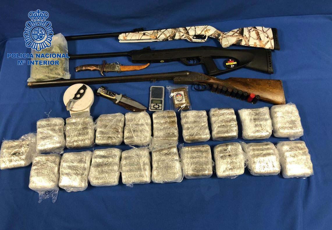 La Policía Nacional detiene a dos personas con 10 kilogramos de hachís